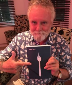 Roger Taylor promuje książkę syna Feliksa, Serve Cold