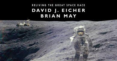 Mission Moon 3D – kolejna książka Briana w 3D
